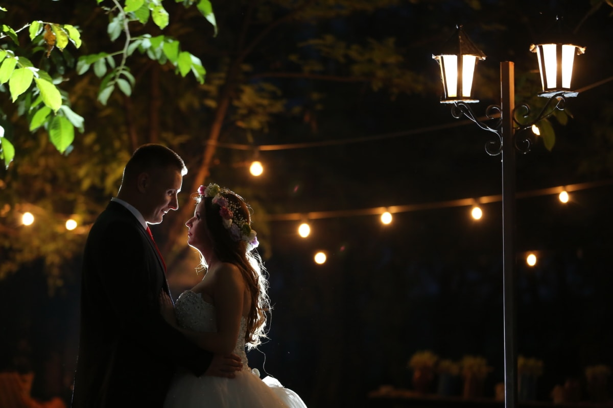 ніч, обійми, симпатична дівчина, Кохання, чоловік, дружина, наречений, люди, світло, жінка