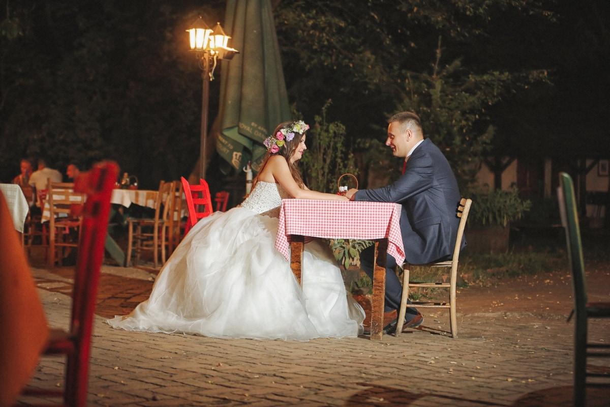 la mariée, jeune marié, dîner, table à dîner, romance, village, amour, mariage, gens, femme