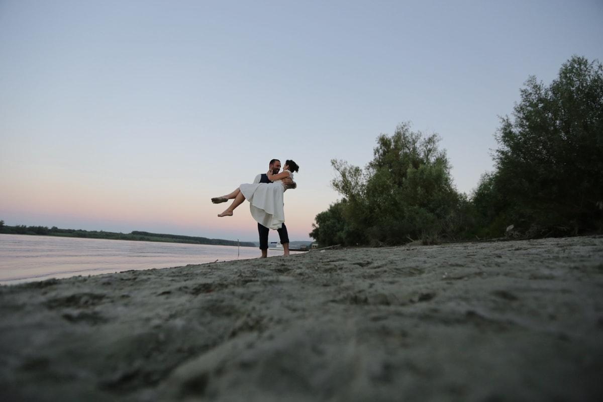 Umarmung, Liebe, umarmt, Ehefrau, Mann, Freude, Sand, Strand, Wasser, Mädchen