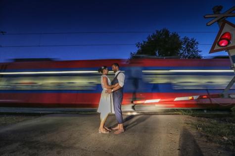abrazo, tren, novio, estación de tren, novia, abrazo, romántica, noche, noche, viajero