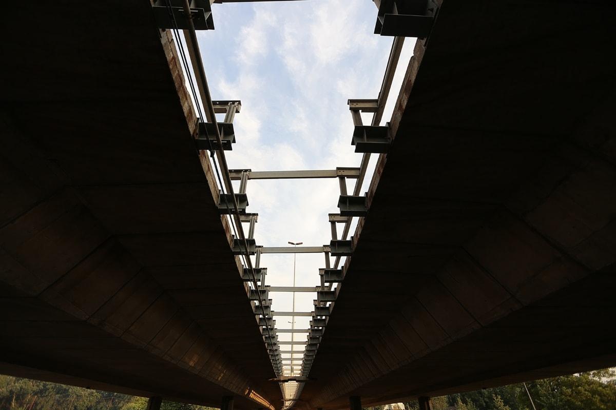 darunter, Brücke, Ingenieurwesen, Beton, Stahl, Branche, Struktur, Bau, industrielle, Turm