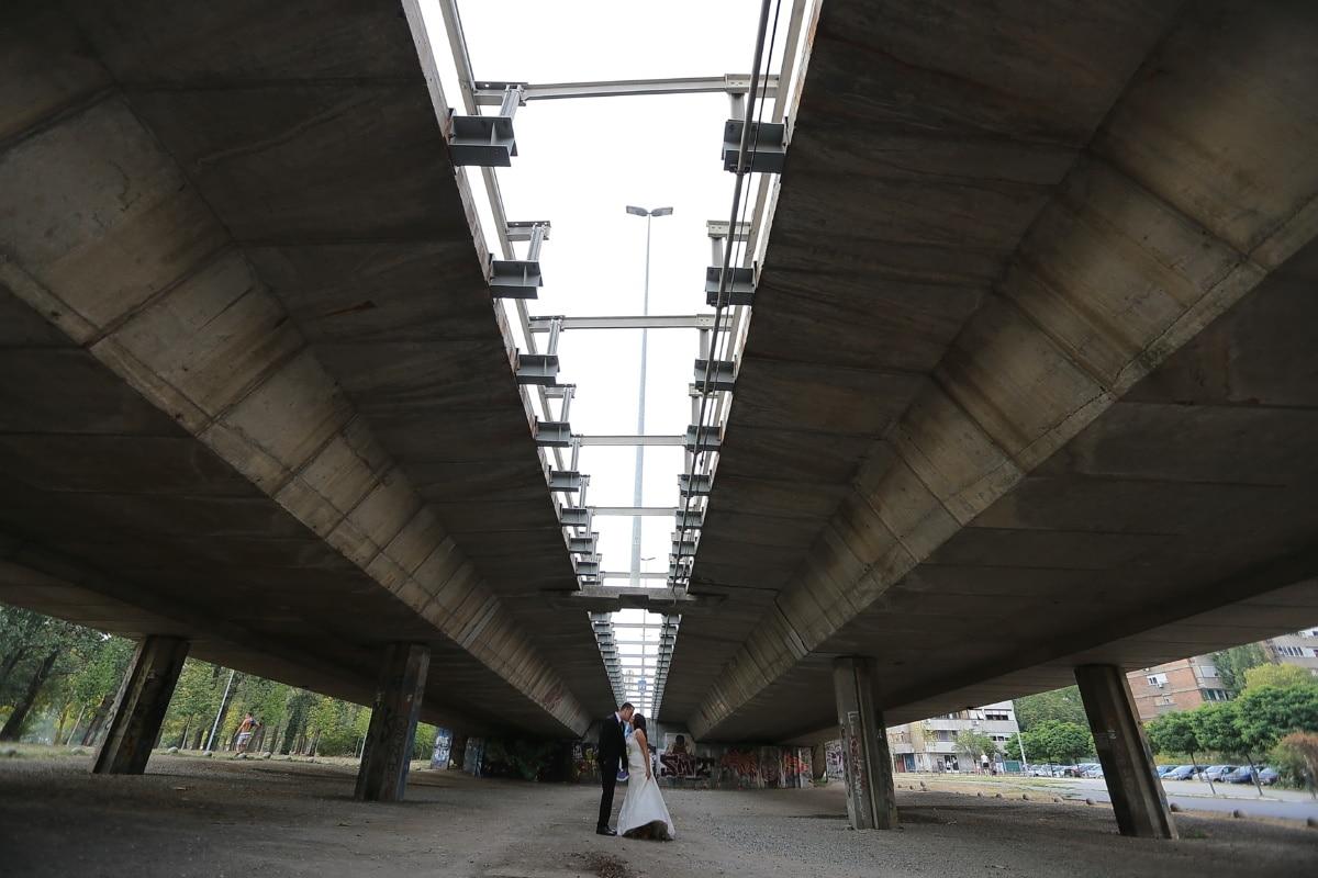 pont, béton, en dessous, baiser, femme, câlin, mari, architecture, tunnel, rue