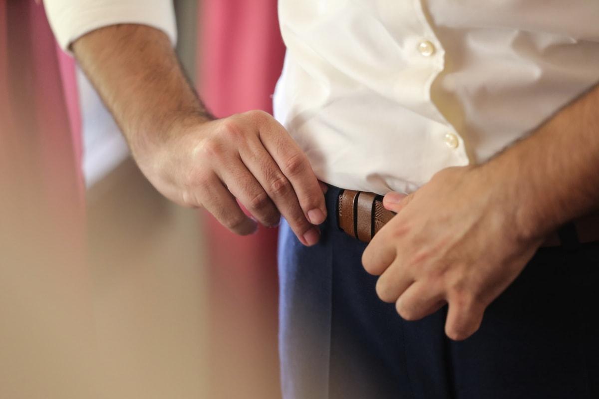 Riemen, Hose, Geschäftsmann, Hand, Mann, Menschen, Frau, Bräutigam, drinnen, Tippen Sie auf