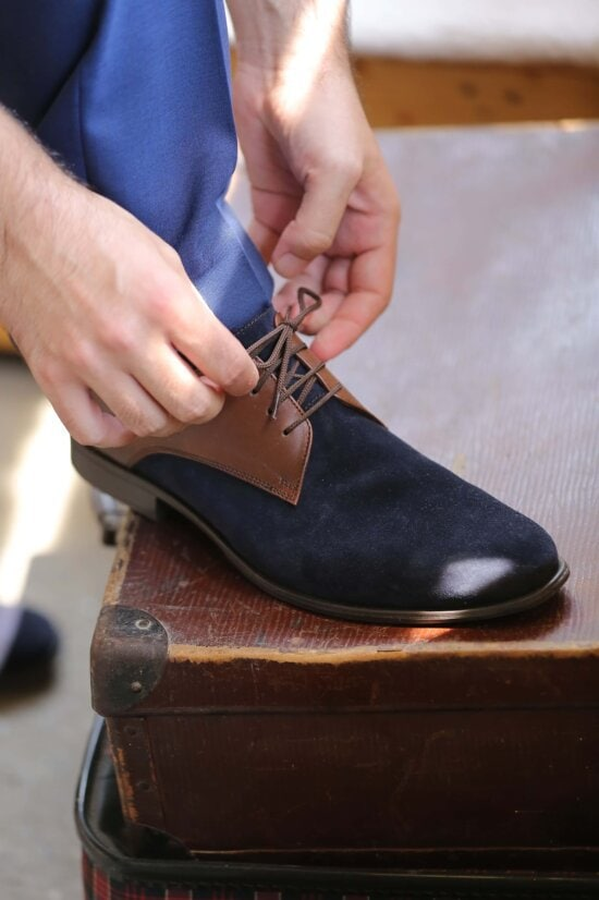 en cuir, chaussure, bleu, lacet, mains, bagages, bagages, bottes, chaussures, vêtements