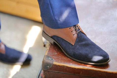 สีน้ำเงิน, รองเท้า, สุภาพบุรุษ, รองเท้า, คน, กระเป๋าเดินทาง, เหมาะสมกับ, นักธุรกิจ, บริการรับฝากสัมภาระ, เสื้อผ้า