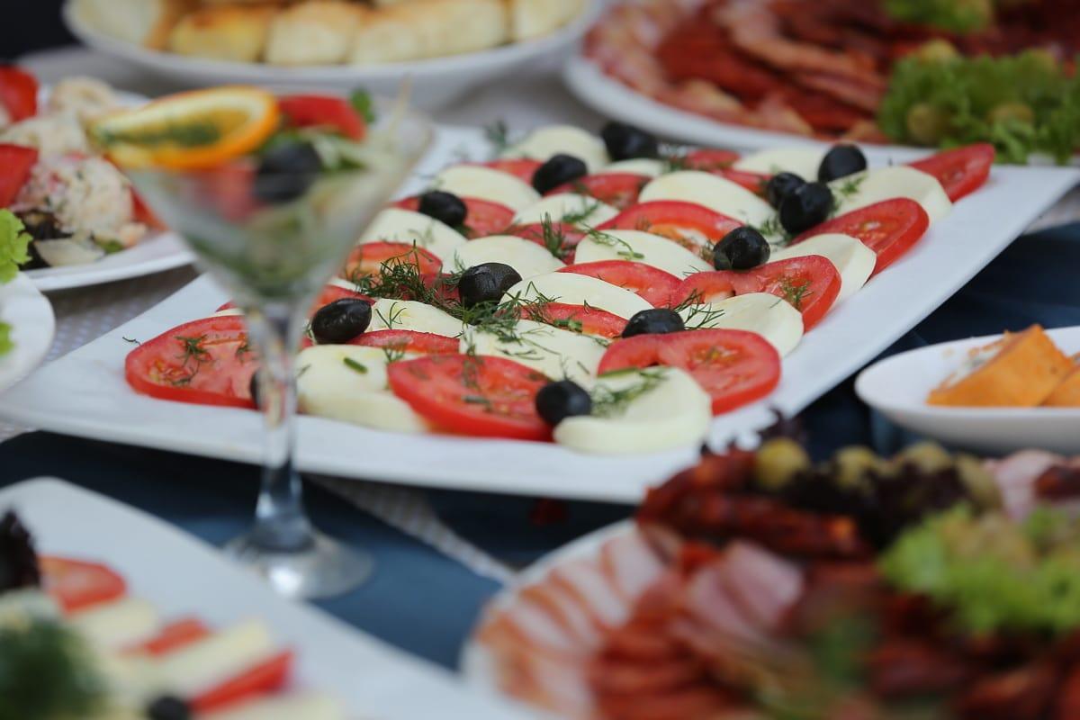 alimentaire, bar à salade, fromage, tomates, salade, buffet, cocktail, dîner, déjeuner, délicieux