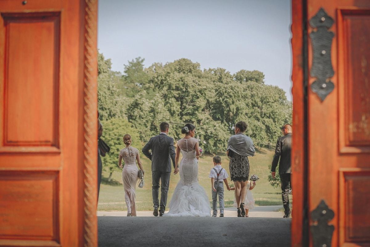 bride, wedding, children, groom, familiar, people, woman, veil, door, man