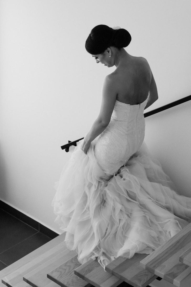 Braut, Treppe, Hochzeitskleid, Schulter, Wohnung, herrlich, hübsches mädchen, Hochzeit, Kleid, Mode