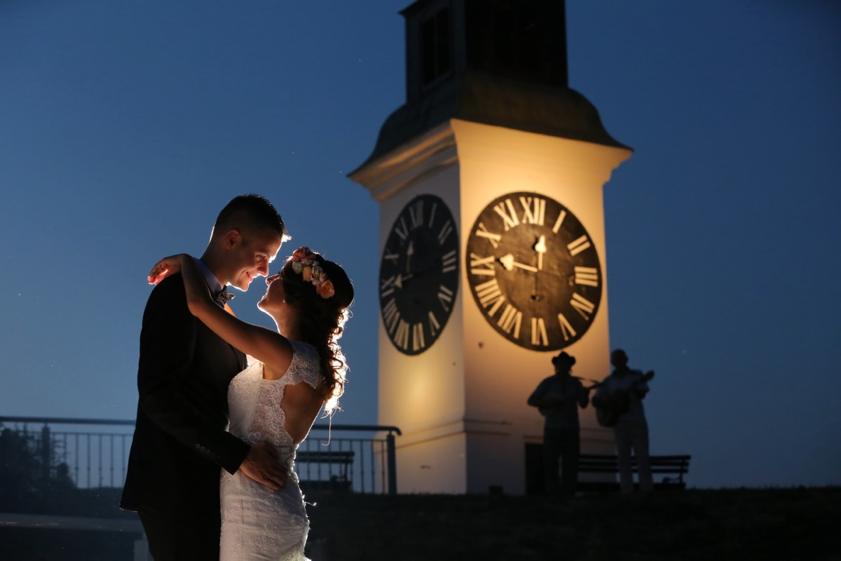 jeune marié, danse, la mariée, point de repère, nuit, horloge analogique, guitariste, musicien, ombre, horloge