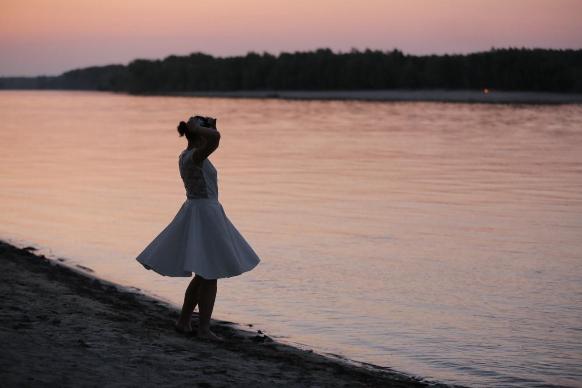 plage, Jolie fille, seul, robe, coucher de soleil, jeune fille, eau, Lac, aube, gens