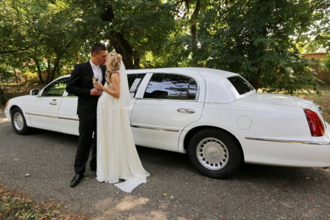 groom, kiss, bride, champagne, sedan, white limousine car, wedding, vehicle, girl, automotive
