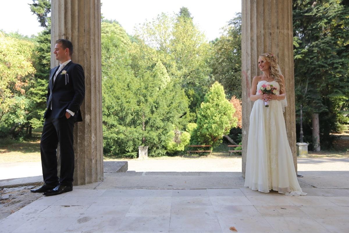 posant, la mariée, jeune marié, porche, costume, robe de mariée, gens, mariage, femme, robe