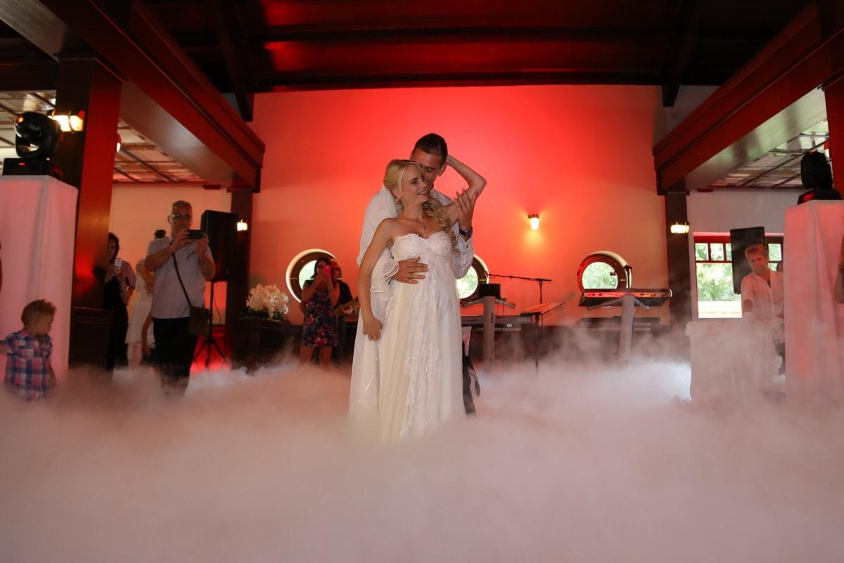 jeune marié, la mariée, mariage, cérémonie, danseuse, danse, fumée, hôtel, musique, romance