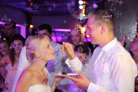 bride, groom, feeding, wedding venue, wedding, nightlife, nightclub, crowd, pretty girl, gorgeous