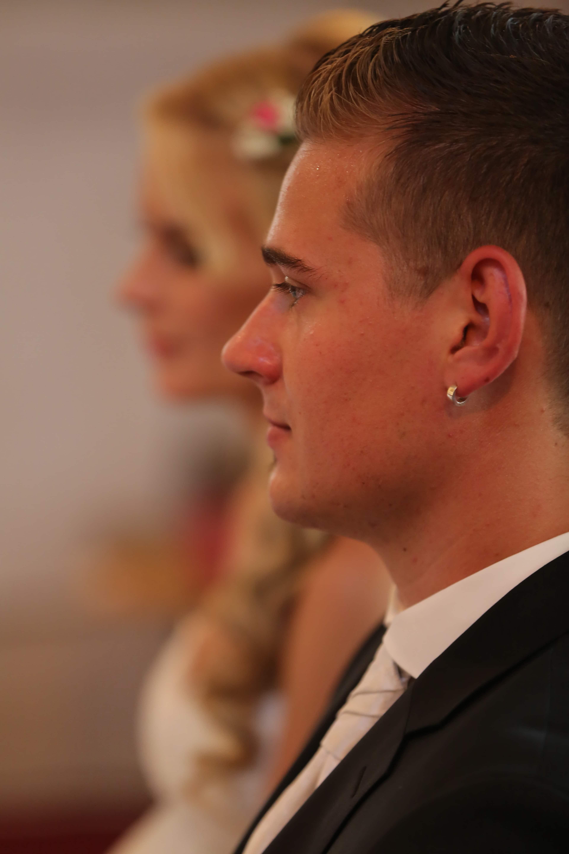 Mit ohrring mann Ohrring rechts