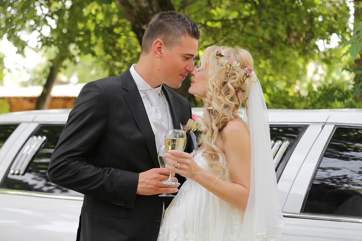 liefde, kus, bruiloft, Champagne, sedan auto, viering, witte wijn, bruidegom, gehuwd met, jurk