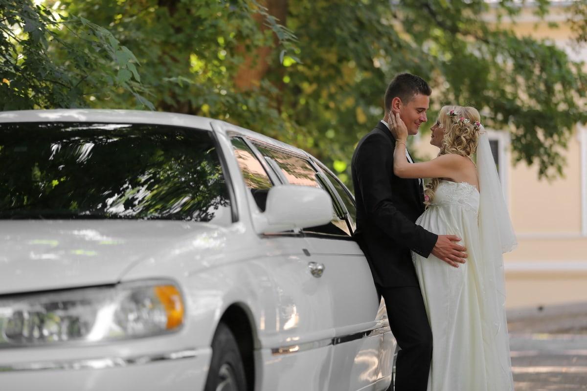 신부, 신랑, 럭셔리, 자동차, 포옹, 웨딩, 웨딩 드레스, 미소, 사랑, 차량