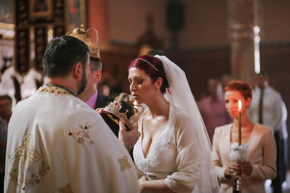 Krone, Krönung, Braut, Priester, Bräutigam, Hochzeit, Hochzeitskleid, Frau, Zeremonie, paar