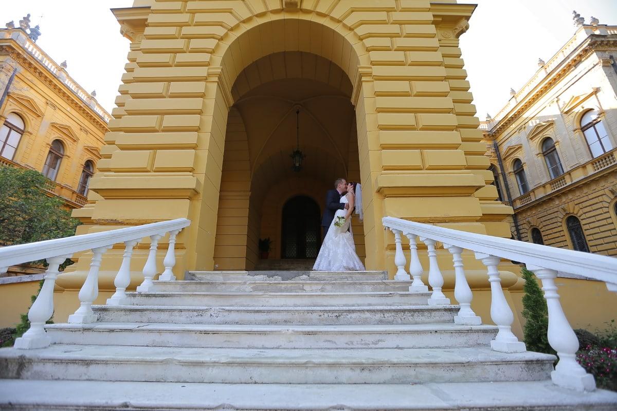 Gentleman, Schloss, Braut, Kuss, Treppe, Eingang, vor der Tür, Veranda, Erstellen von, Schritt