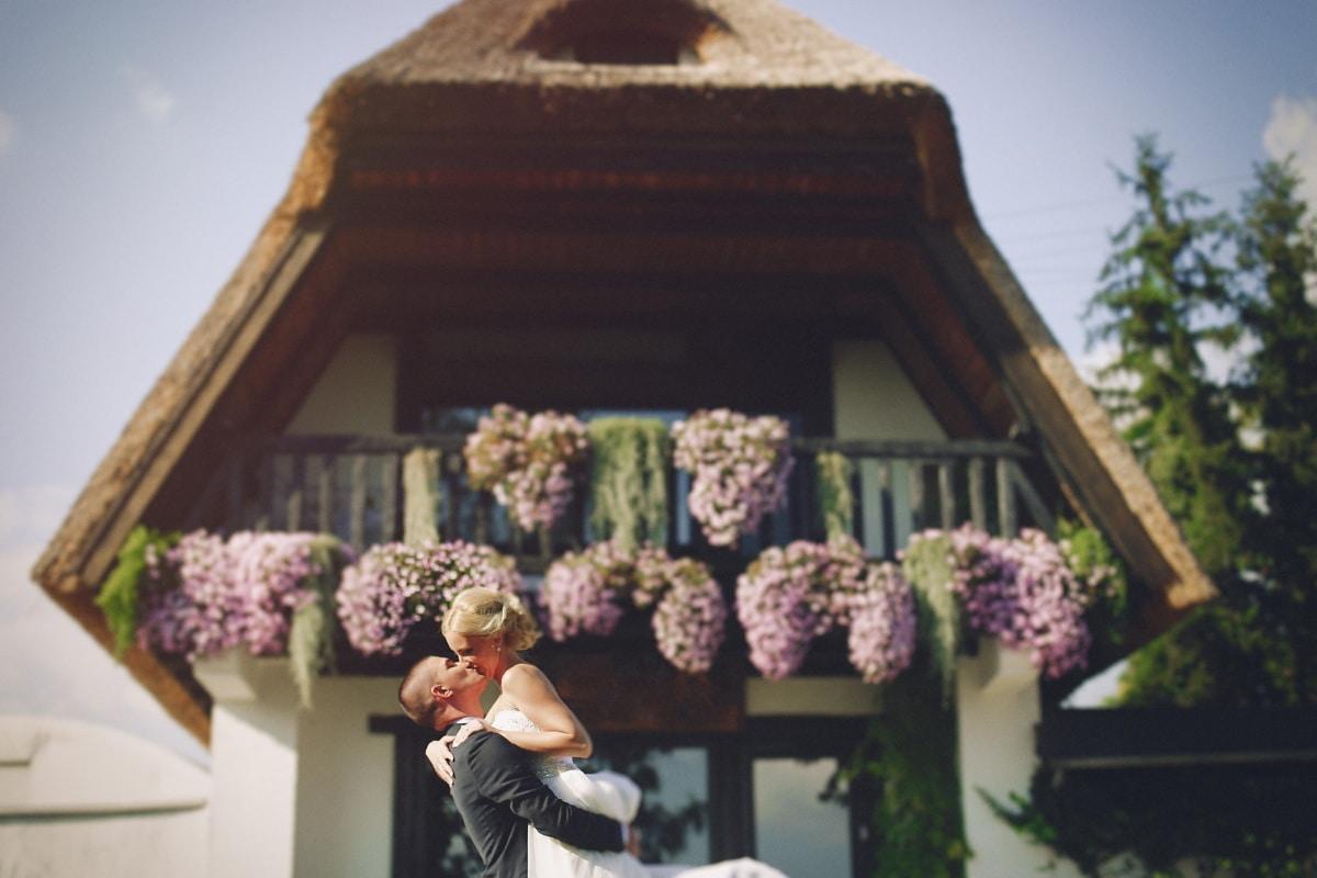 novia, abrazos, novio, aldea, campo, al aire libre, arquitectura, ramo de la, Inicio, familia