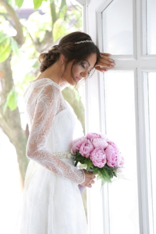 wedding bouquet, wedding dress, bride, romance, posing, think, wedding, woman, fashion, beautiful