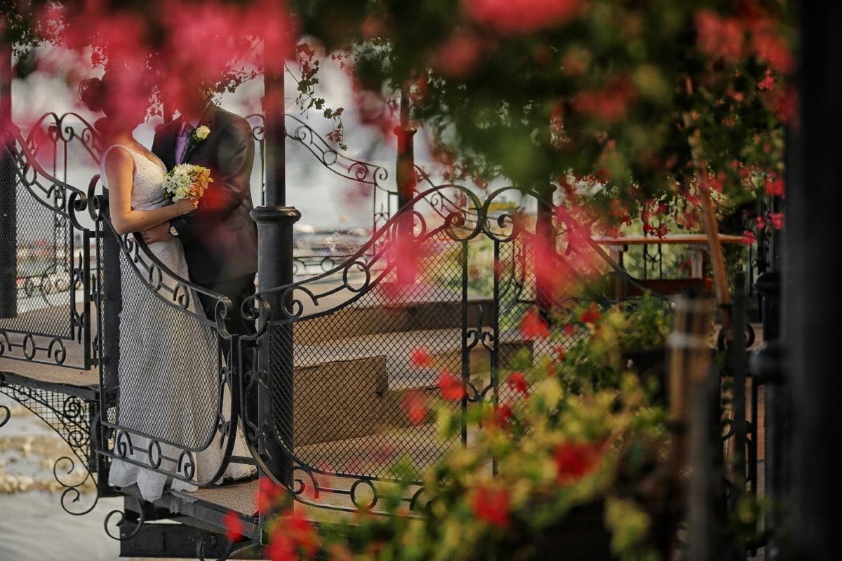 Balkon, Blumengarten, Zaun, Hochzeitsstrauß, Bräutigam, Braut, Hochzeitskleid, Dekoration, Struktur, Feier