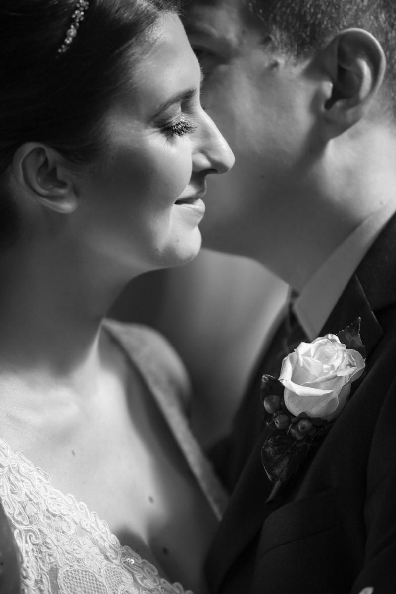 hübsches mädchen, Braut, Seitenansicht, Umarmung, Porträt, Anzug, Gentleman, Bräutigam, Hochzeit, Liebe