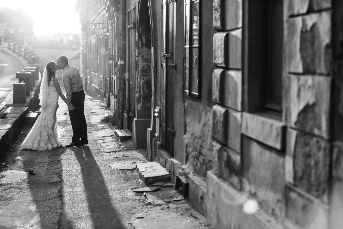 shadow, black and white, kiss, street, decay, houses, abandoned, architecture, building, old