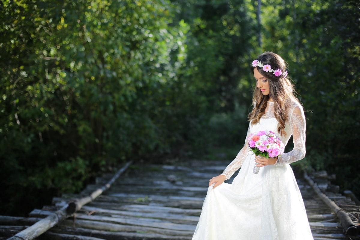 งานแต่งงาน, การถ่ายภาพ, ช่อดอกไม้งานแต่ง, เจ้าสาว, ชุดแต่งงาน, ป่า, การแต่งงาน, เจ้าบ่าว, แต่งงาน, ความรัก