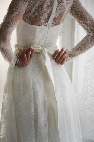 wedding dress, silk, elegance, body, bride, glamour, manicure, hands, wedding, woman