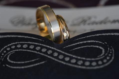 แหวน, เรืองแสงทอง, ทอง, แหวนแต่งงาน, งานแต่งงาน, โรแมนติก, เครื่องประดับ, ใกล้ชิด, ส่องแสง, โลหะ