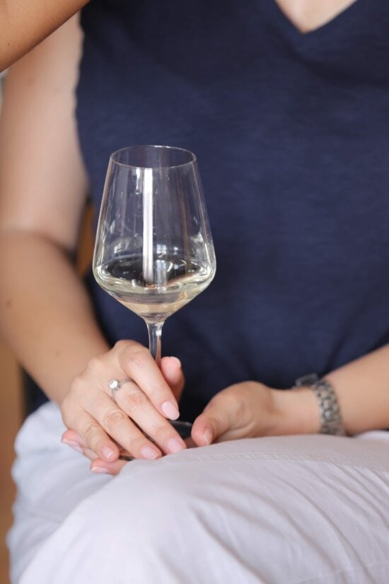 white wine, champagne, crystal, elegant, relaxation, glass, beverage, alcohol, woman, hand