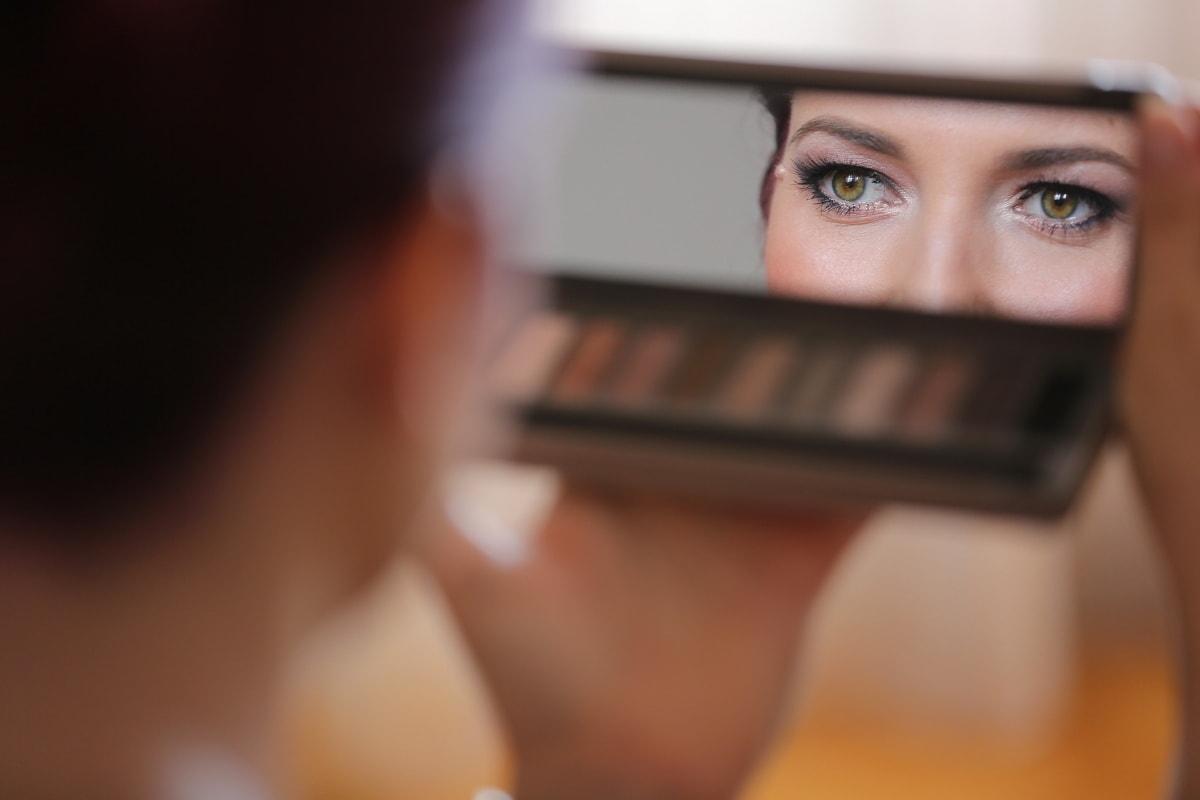 jeune femme, Dame, yeux, miroir, maquillage, soins de la peau, produits de beauté, Portrait, femme, brouiller