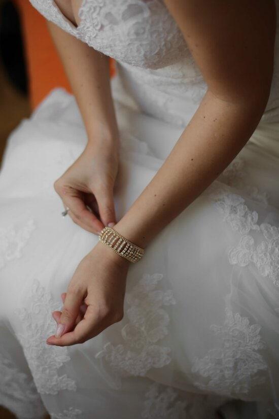 bracelet, brillant, bijou, bijoux, diamant, bague de mariage, mariage, robe de mariée, mains, peau