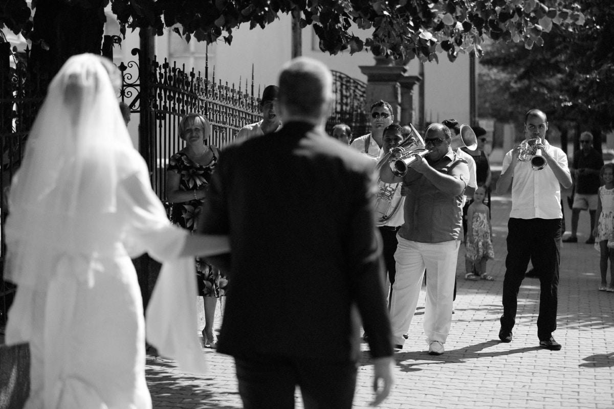 trumpet, orchestra, trumpeter, bride, wedding, groom, street, people, woman, group