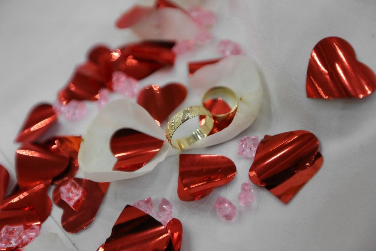 golden glow, rings, wedding ring, hearts, love, romance, jewelry, heart, still life, shining
