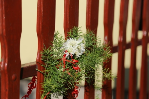 picket fence, bouquet, wooden, fence, decorative, wood, leaf, indoors, outdoors, flower