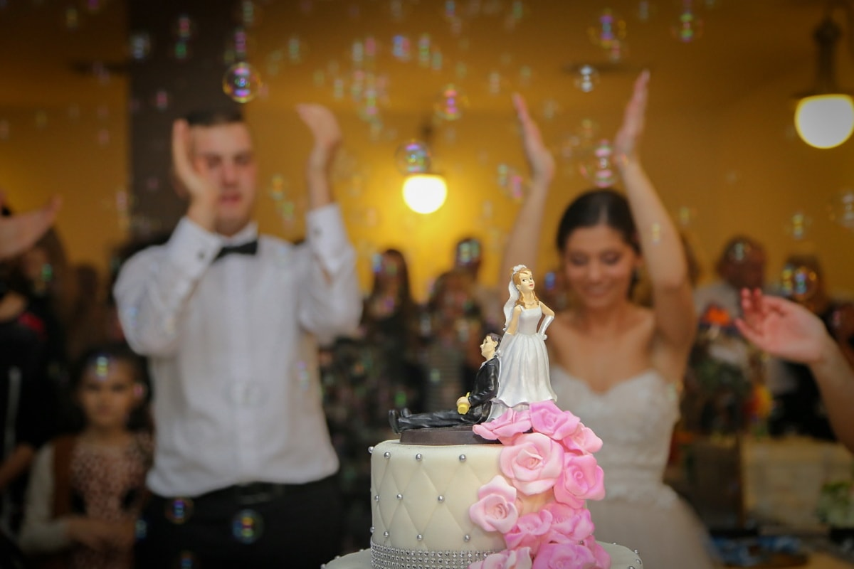 wedding, celebration, groom, bride, dancing, wedding dress, wedding cake, wedding venue, applause, woman