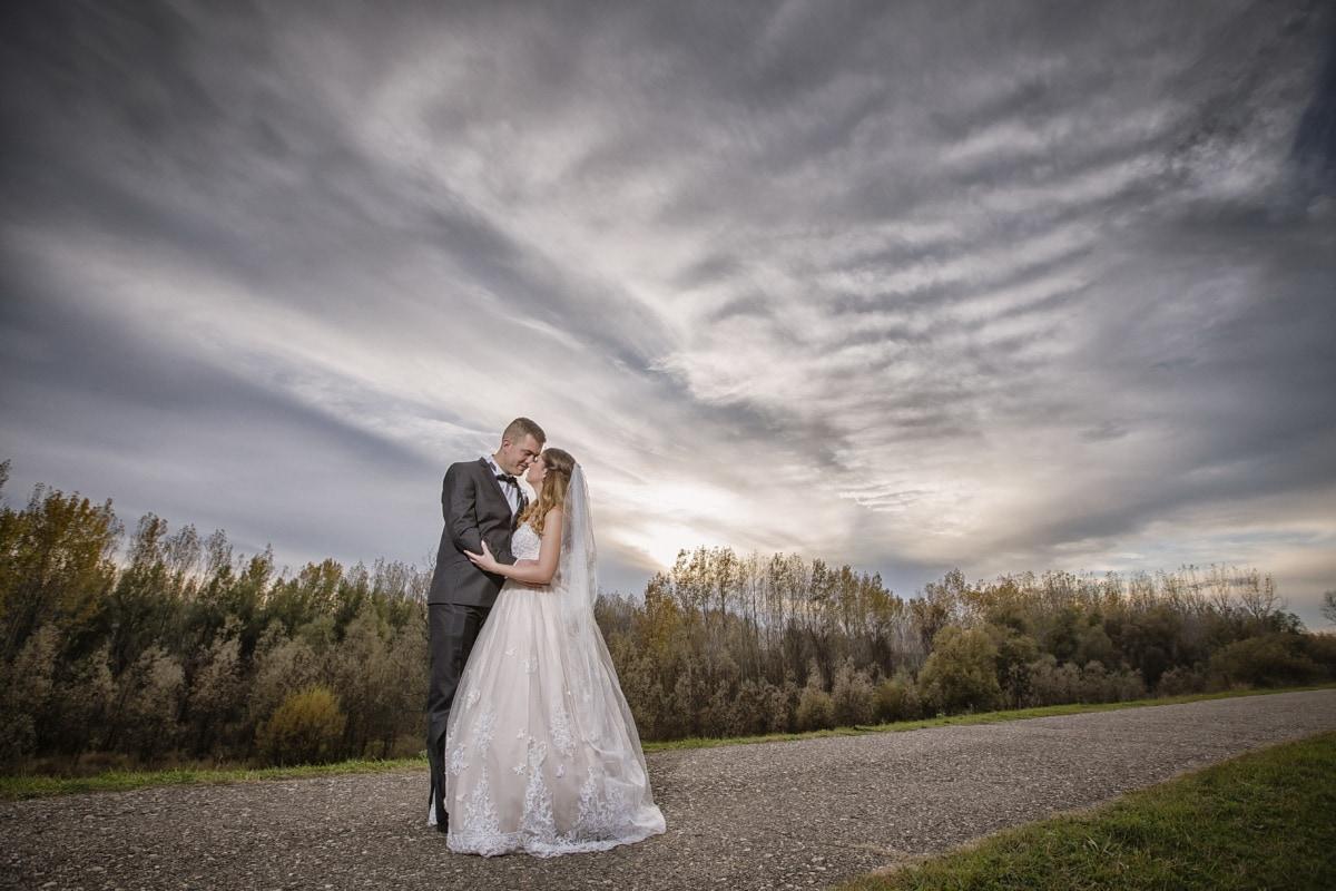 fotografie, bruiloft, weg, asfalt, platteland, gehuwd met, liefde, jurk, bruidegom, paar