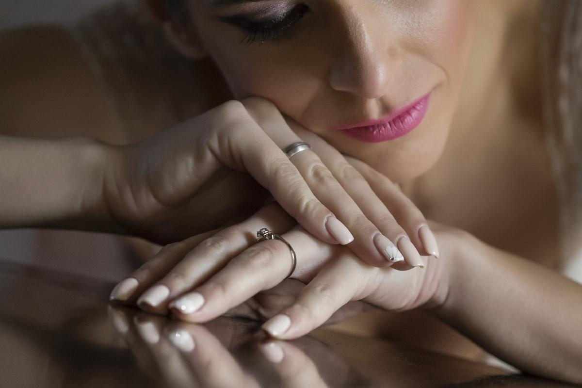 Güzellik, parmak, Manikür, Yüzük, Takı, Cilt, kozmetik, Tatlı kız, Uyuyan güzel, dudaklar