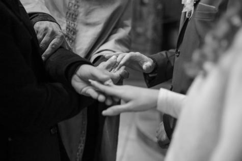vielsesring, gudfar, brudgom, hænder, partnere, monokrom, partnerskab, folk, bryllup, mand