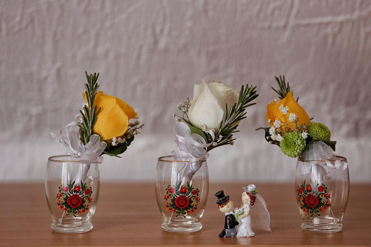 Figurine, céramique, jeune marié, la mariée, miniature, vase, conteneur, fleurs, bouquet, verre