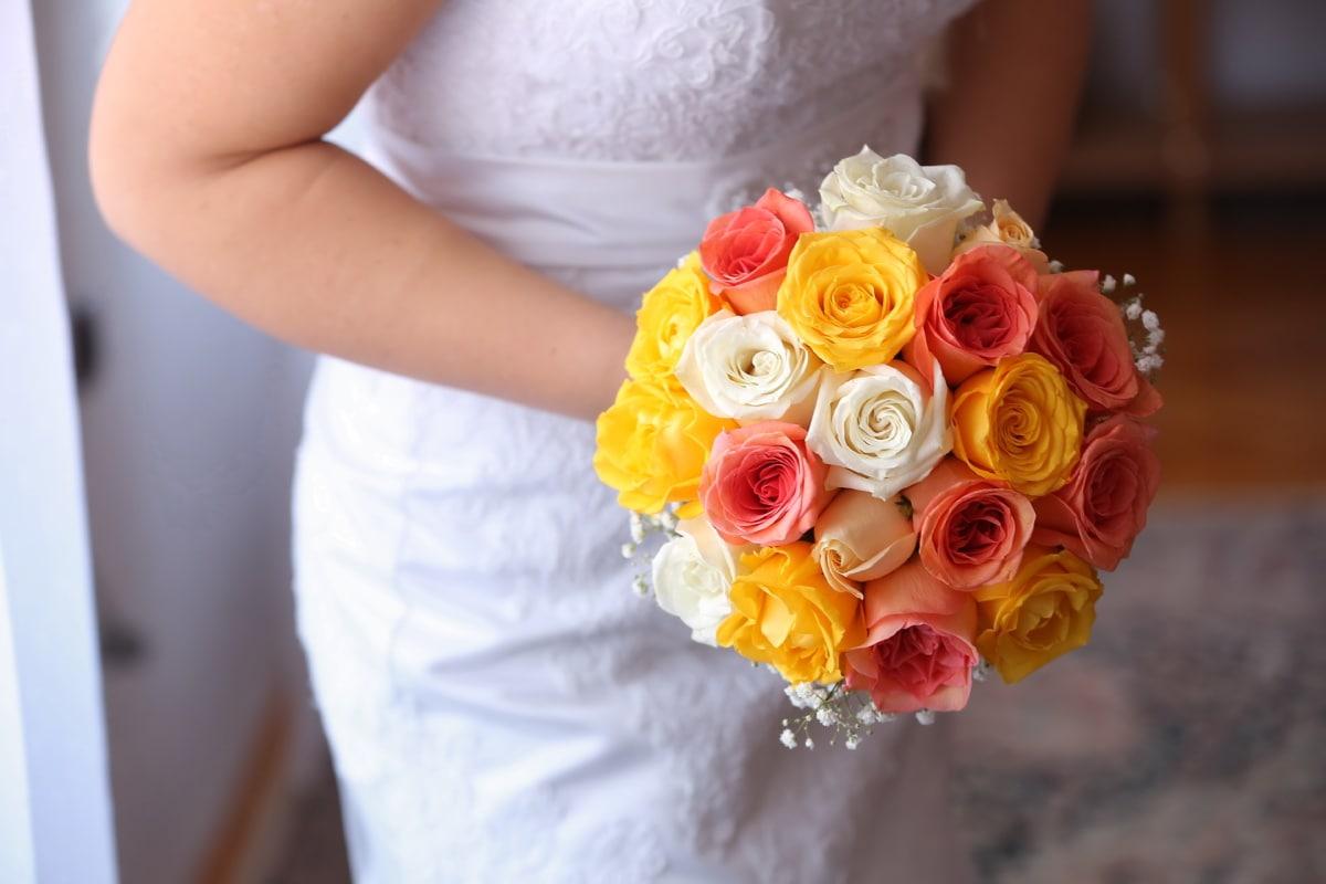 Hochzeitskleid, Hochzeitsstrauß, Braut, Hochzeit, Dekoration, Anordnung, Blumenstrauß, Blume, Romantik, Frau