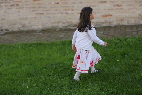 anak, berjalan, berumput, rekreasi, gaun, gadis cantik, Gadis, rumput, musim panas, orang-orang