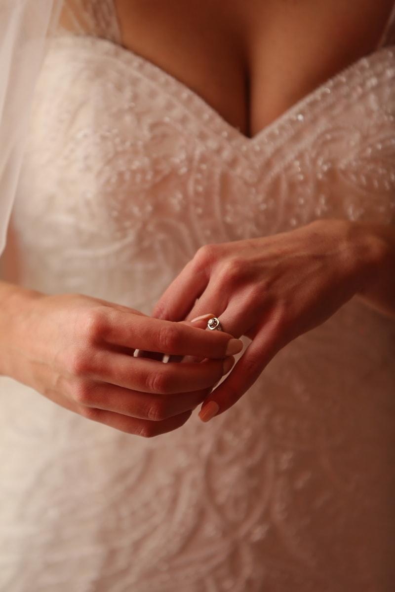 la mariée, corps, bague de mariage, robe de mariée, peau, doigt, mains, soins, traitement, massage