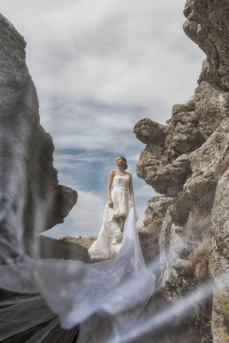 image, photomontage, wedding, bride, posing, wedding dress, rocks, cliff, landscape, rock