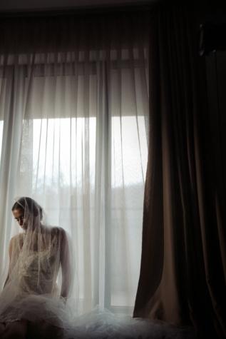 véu, vestido de casamento, garota bonita, roupa, posando, moda, cortina, janela, luz de fundo, sombra