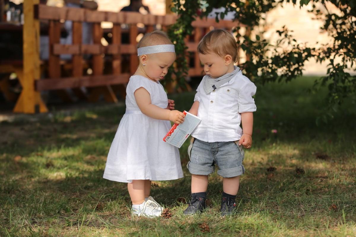 frère, soeur, petite enfance, enfants, bébé, enfant en bas âge, famille, bonheur, jeune fille, enfant