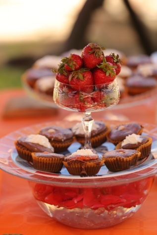 strawberries, cupcake, sweet, fruit, strawberry, berry, food, dessert, chocolate, delicious