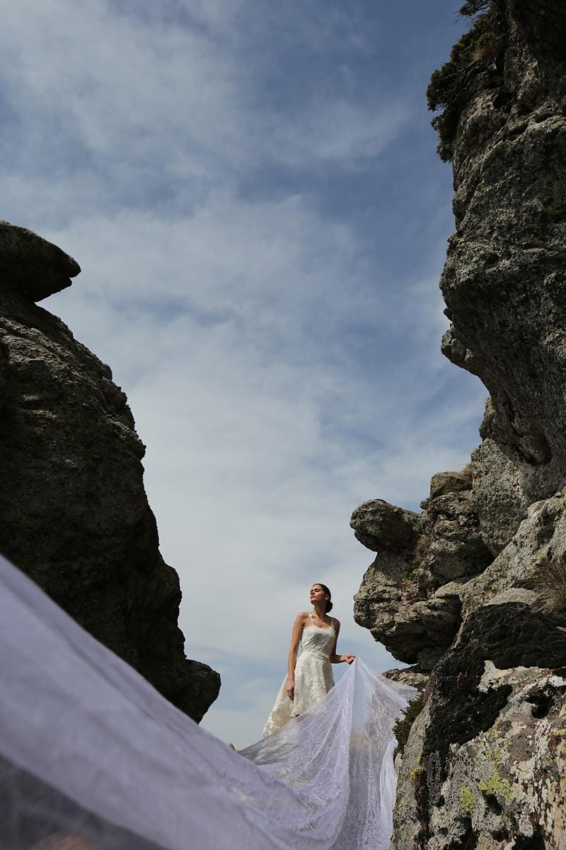 schmale, Felsen, Frau, Hochzeitskleid, Schleier, Landschaft, Megalith, Struktur, Berg, Klippe